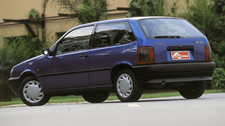 Fiat Tipo: fenômeno de vendas de 1993 a 1996, começou sua queda ao virar nacional; apesar do status de ser o primeiro brasileiro com airbag, caiu em desgraça após vários casos de incêndios e dois recalls