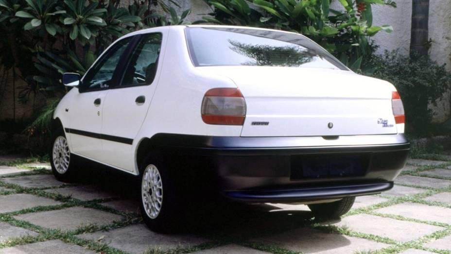 Fiat Siena 6 Marchas: em 1998, a marca apostou em uma fórmula diferente no auge dos sedãs 1.0: um câmbio com escalonamento de marchas encurtado para dar mais agilidade ao carro; o modelo durou até 2000