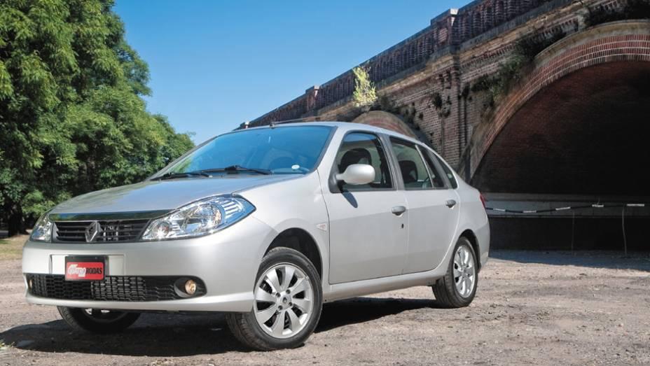 Renault Symbol: vendido de 2009 a 2013,era anunciado como um sedã compacto mais requintado, mas não passava de uma evolução do antigo Clio Sedan