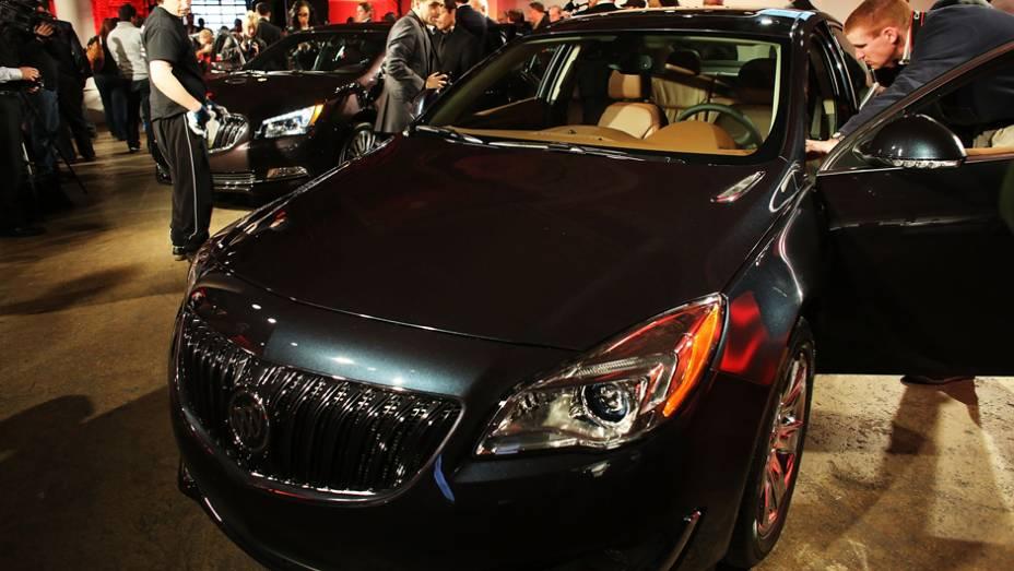 """Buick Regal   <a href=""""http://quatrorodas.abril.com.br/noticias/saloes/new-york-2014/"""" rel=""""migration"""">Leia mais</a>"""