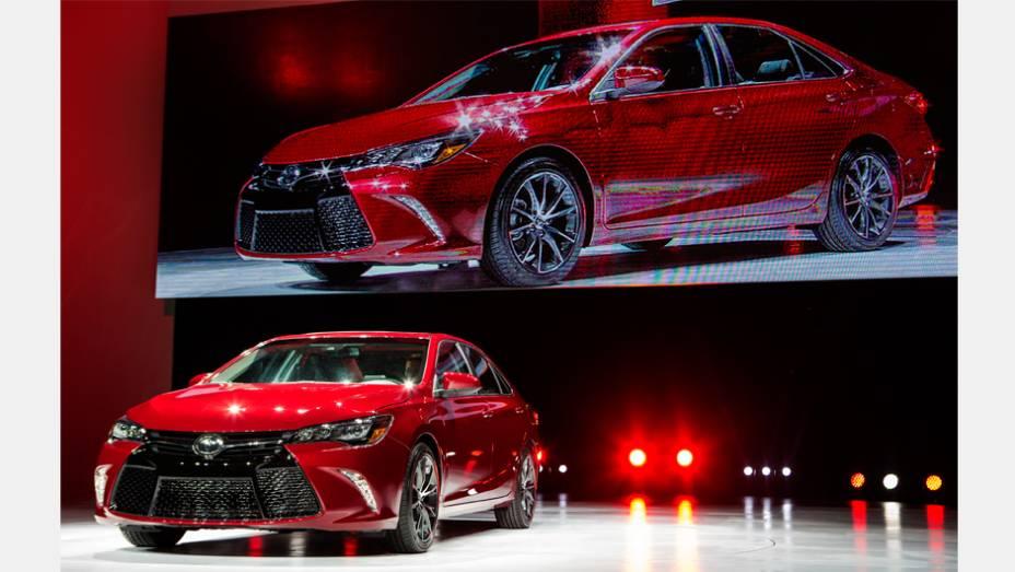 """Toyota Camry 2015   <a href=""""http://quatrorodas.abril.com.br/noticias/saloes/new-york-2014/toyota-mostra-novo-camry-779950.shtml"""" rel=""""migration"""">Leia mais</a>"""