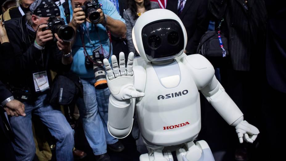 """Honda ASIMO   <a href=""""http://quatrorodas.abril.com.br/blogs/planeta-carro/2014/04/17/honda-revela-nova-versao-do-asimo/"""" rel=""""migration"""">Leia mais</a>"""