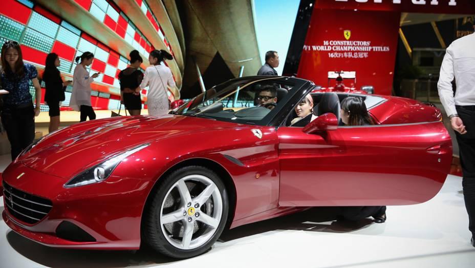 """Ferrari California T   <a href=""""http://quatrorodas.abril.com.br/noticias/saloes/pequim-2014/l"""" rel=""""migration"""">Leia mais</a>"""