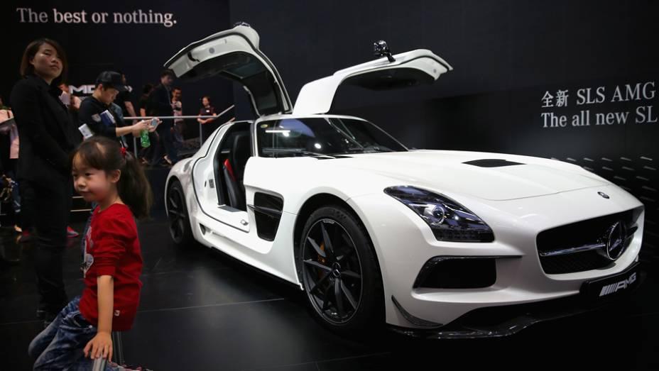 """Mercedes-Benz SLS AMG   <a href=""""http://quatrorodas.abril.com.br/noticias/saloes/pequim-2014/l"""" rel=""""migration"""">Leia mais</a>"""
