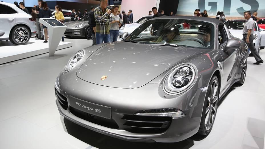 """Porsche 911 Targa 4S   <a href=""""http://quatrorodas.abril.com.br/noticias/saloes/pequim-2014/l"""" rel=""""migration"""">Leia mais</a>"""