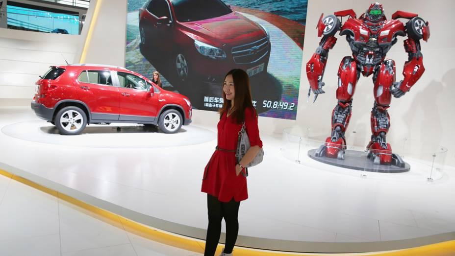"""Chevrolet Trax SUV e Transformers   <a href=""""http://quatrorodas.abril.com.br/noticias/saloes/new-york-2014/salao-nova-york-tem-exposicao-gms-transformers-780264.shtml"""" rel=""""migration"""">Leia mais</a>"""