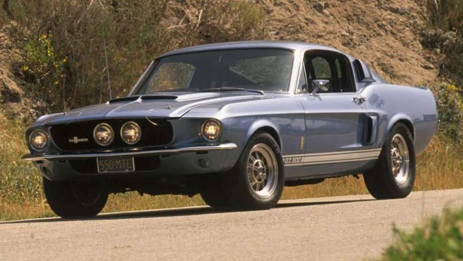 As versões nervosas preparadas pela equipe de Caroll Shelby surgiram já em 1965, e rapidamente conquistaram uma legião de fãs; na foto, um Shelby GT 500 1967
