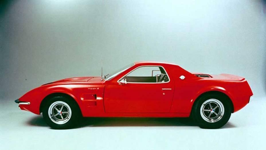 O Mustang já era sucesso em 1966, quando a marca mostrou o conceito Mach 2; baseado no esportivo, ele era uma proposta para aposentar o Shelby Cobra que nunca foi adiante