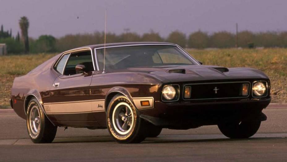 Em 1971, uma nova reforma estética causou polêmica, com direito a uma longa frente e linhas mais retas; na foto, o esportivo Mach I