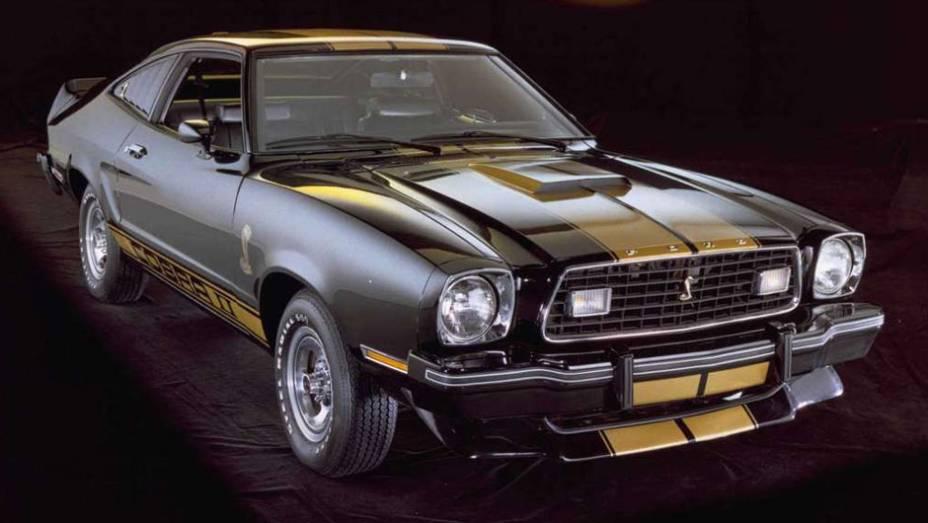 O pai do Mustang, Lee Iacocca, assumiu a presidência da Ford em meados dos anos 70; uma de suas primeiras providências foi pedir um Mustang menor e mais econômico, e foi o que a Ford fez em 1974
