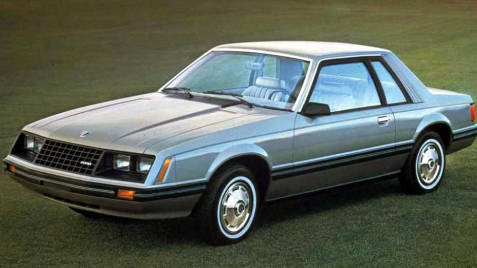 Uma revolução estética aconteceu em 1979: a frente ganhou quatro faróis retangulares e o carro perdeu parte de sua veia esportiva, priorizando mais o conforto