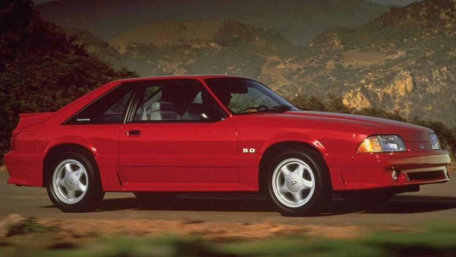 """A partir de 1987, o Mustang ganhou uma dianteira mais """"bicuda"""", de olho em uma melhor aerodinâmica"""