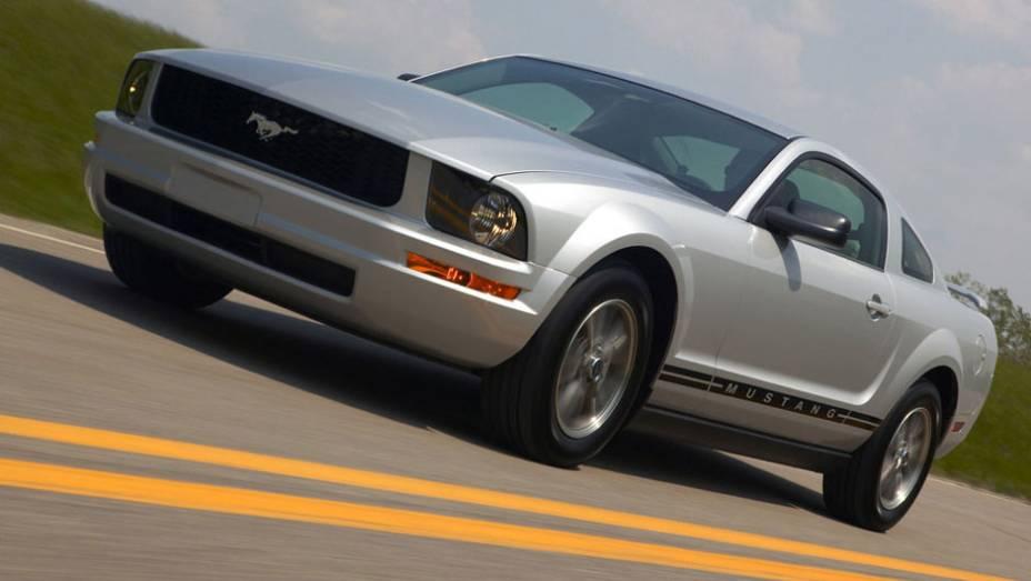 O ano de 2005 trouxe um esportivo totalmente novo, nitidamente inspirado na primeira geração do Mustang