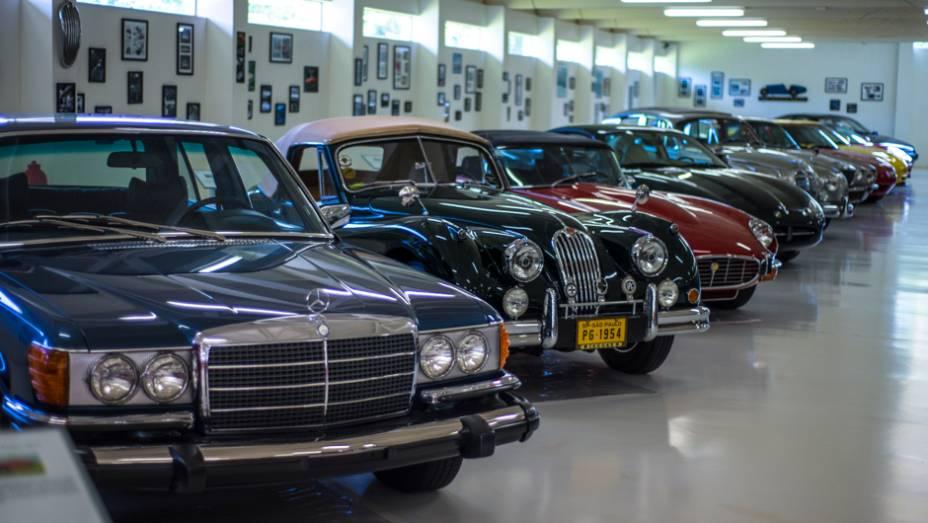 Mercedes-Benz e Jaguar: duas das marcas favoritas deste colecionador