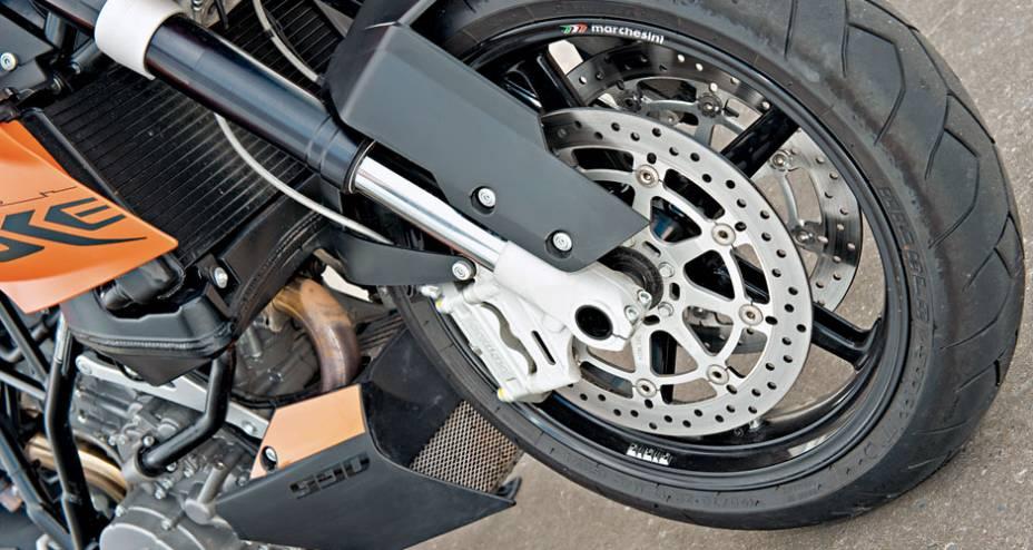 Grifes: freios Brembo e rodas Marchesini.