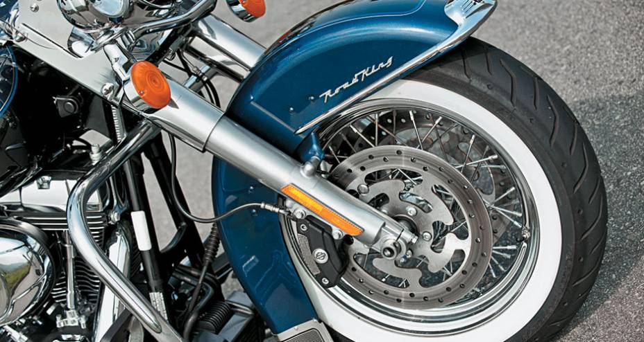 Conjunto de freios Brembo com ABS: ótimo
