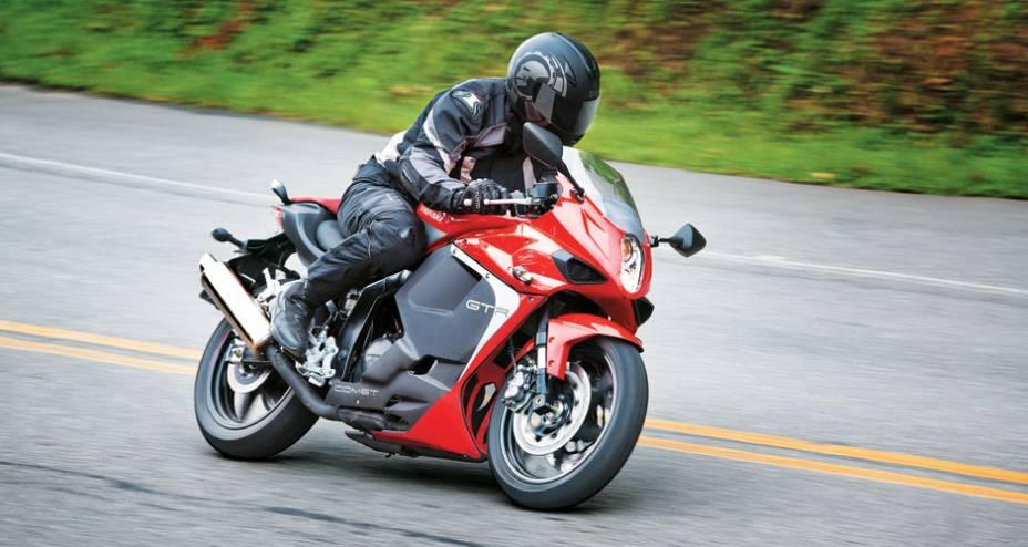 Pinta de moto maior e cara de Ducati na Comet
