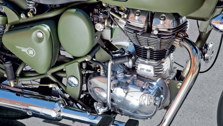 """Cilindrão também pode ser ligado por pedal   <a href=""""http://quatrorodas.abril.com.br/moto/testes/royal-enfield-classic-500-military-green-705420.shtml"""" rel=""""migration"""">Leia mais</a>"""