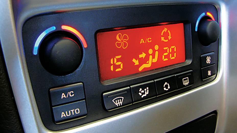 Desligue o ar-condicionado quando possível. O ajuste da temperatura não influencia o consumo, quando o aparelho não é digital.