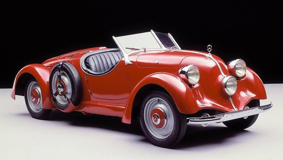 Mercedes-Benz 150 H (1935) - Não faltou nem versão esportiva dos Mercedes de motor traseiro. O roadster de 55 cv, sem grade, com farol central e longa traseira segue um dos menos apreciados - e mais curiosos - da marca.