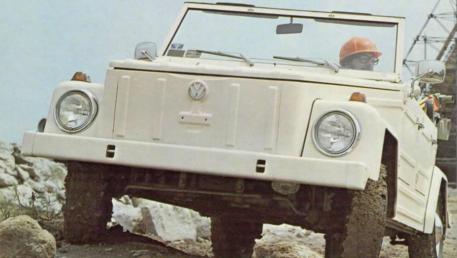 Volkswagen 181 (1968) - Com um nome para cada mercado, o 181 (Kuriewagen na Alemanha), o jipe de tração traseira era baixo para um utilitário e tinha quatro portas, num perfil de apelo militar e lazer.