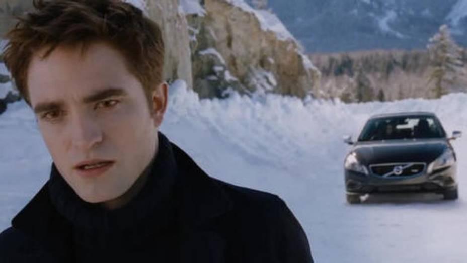 Enquanto tenta salvar Bella (Kristen Stewart) de diversos perigos, Edward Cullen (Robert Pattison) cede seu Volvo S60 à família em Amanhecer - Parte 2.