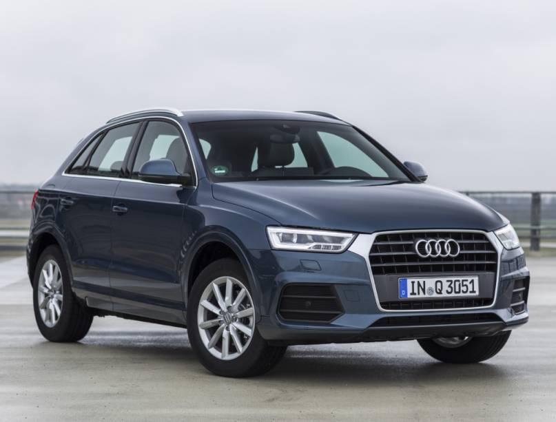 """<strong>Audi Q3</strong> – O<a href=""""http://quatrorodas.abril.com.br/materia/impressoes-ao-dirigir-audi-q3-884381/"""" rel=""""o Q3 passou por sua primeira reestilização"""" target=""""_blank"""">Q3 passou por sua primeira reestilização</a> em 2015. Junto da mudança visual, o modelo ganhou versões de entrada com motorização 1.4 turbo - as mais caras permanecem com o 2.0 TFSI."""