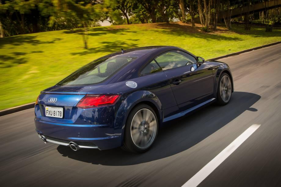 """<strong>Audi TT</strong> – O cupê <a href=""""http://quatrorodas.abril.com.br/materia/audi-tt-887160"""" rel=""""chegou ao Brasil nas versões Attraction e Ambition"""" target=""""_blank"""">chegou ao Brasil exclusivamente c</a>om motor 2.0 turbo de 230 cv. Sem abandonar seu estilo clássico, apresentou interessantes novidades como o quadro de instrumentos digital."""