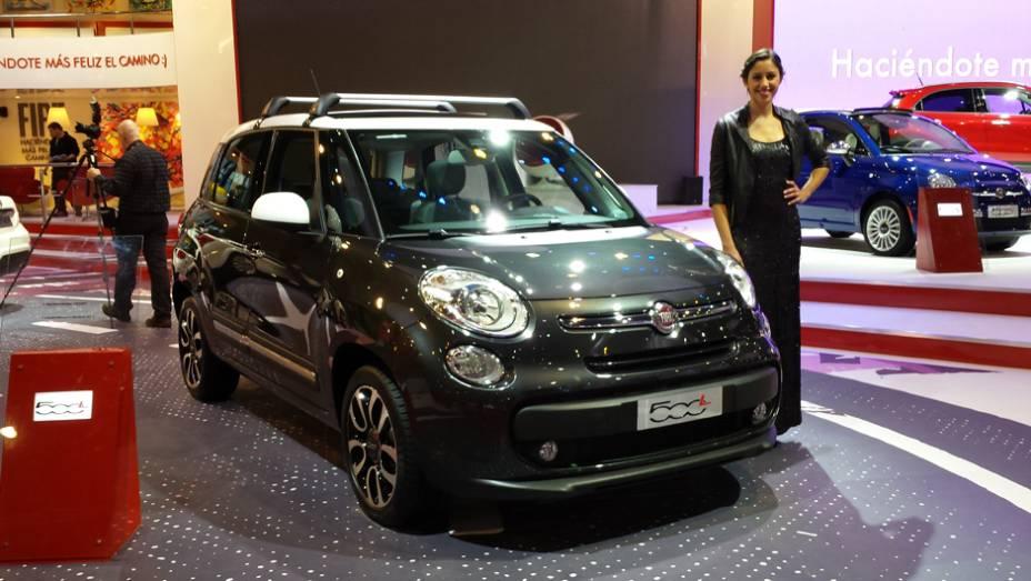 Da Fiat pegamos o 500L, compacto alongado para levar quatro pessoas de maneira mais confortável