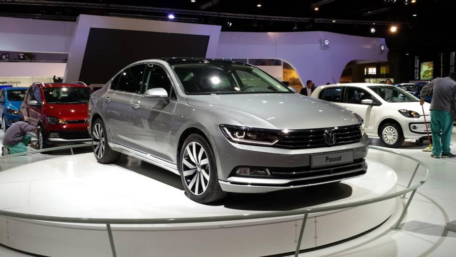 E na Volkswagen o novo sedã de luxo Passat foi revelado
