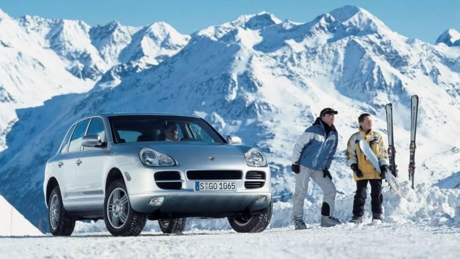 SUV - Desde 2002 o Cayenne faz da Porsche uma referência em utilitário esportivo de alto luxo. Com motor dianteiro e tração 4X4, o modelo de rua que representou a maior ruptura da linha Porsche alavancou as vendas da marca.