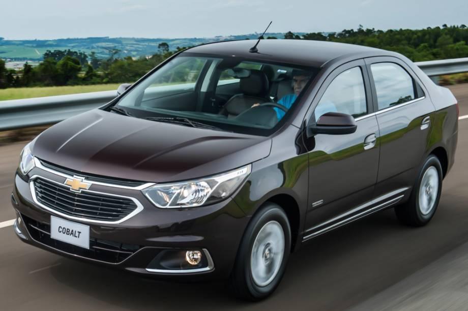 <strong>Chevrolet Cobalt</strong> – Buscando um reposicionamento na linha da marca no Brasil, o sedã mudoue abandonou o visual polêmico de 2011. Perdeu a versão de entrada LS e ganhou a topo de linha Elite.