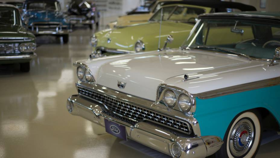 Marcas como Ford, Chrysler, Chevrolet e Dodge estão representadas no acervo