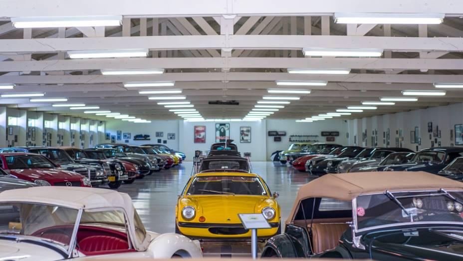 Atrás dos conversíveis da inglesa MG, outra lenda britânica: um Lotus Europa