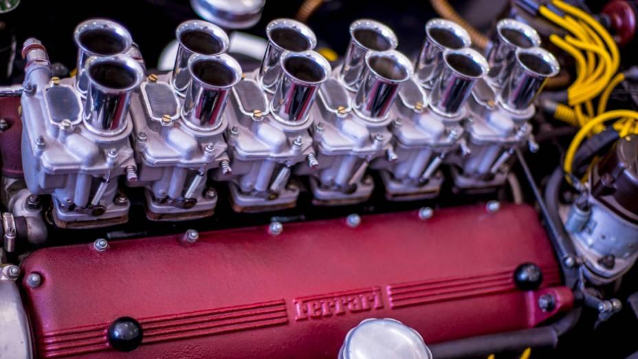 E o que dizer deste V12 da Ferrari?