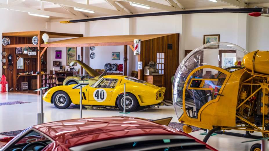 Para terminar, uma raríssima Ferrari 250 GTO; um destes exemplares foi leiloado em 2014 por mais de US$ 38 milhões