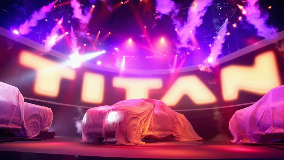 "Nissan Titan XD | <a href=""http://quatrorodas.abril.com.br/noticias/saloes/detroit-2015/nissan-enfim-apresenta-nova-titan-xd-824660.shtml"" rel=""migration"">Leia mais</a> | <a href=""http://quatrorodas.abril.com.br/galerias/saloes/detroit-2015/direto-detroit-parte-2-825561.sht"" rel=""migration""></a>"
