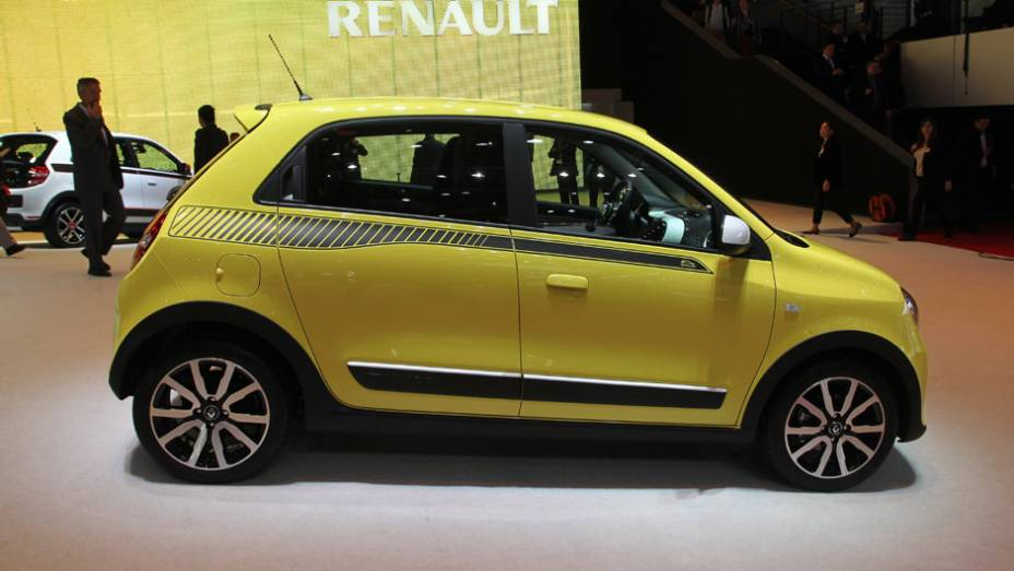 """Renault Twingo   <a href=""""http://quatrorodas.abril.com.br/noticias/saloes/genebra-2014/renault-confirma-motorizacao-twingo-775341.shtml"""" rel=""""migration"""">Leia mais</a>  <a href=""""http://quatrorodas.abril.com.br/galerias/saloes/genebra/2014/direto-genebra-parte-2-775719.shtml"""" rel=""""migration""""></a>"""
