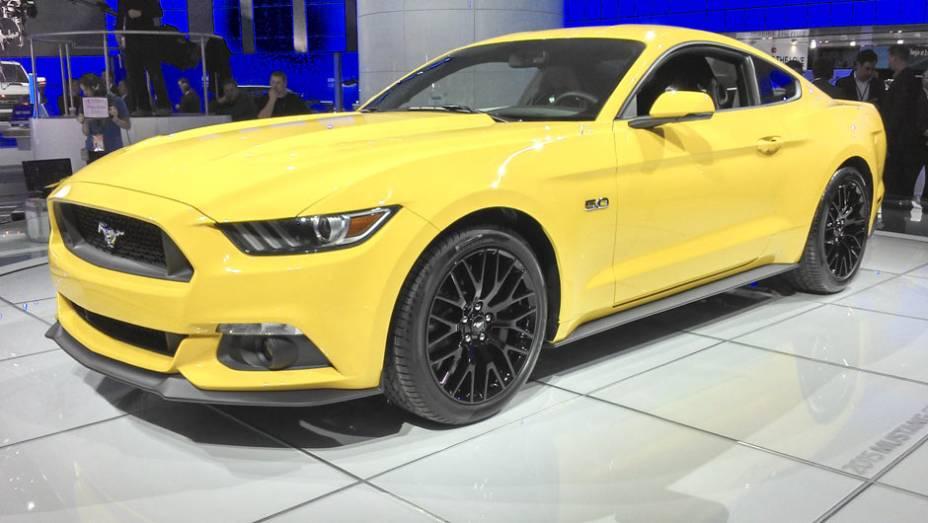 O Mustang também dá o ar da graça na versão cupê, exibida há pouco mais de um mês nos EUA
