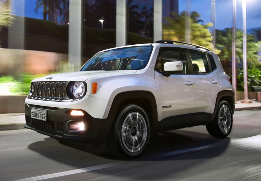 """<strong>Jeep Renegade –</strong>O<a href=""""http://quatrorodas.abril.com.br/materia/jeep-renegade-longitude-1-8-flex-867961/"""" rel=""""o Renegade"""" target=""""_blank"""">Renegade</a>protagonizou uma das estreias mais importantes do Brasil em 2015. Fabricado em Pernambuco, é o único da categoria com opção de motor diesel (2.0 turbo de 170 cv)."""