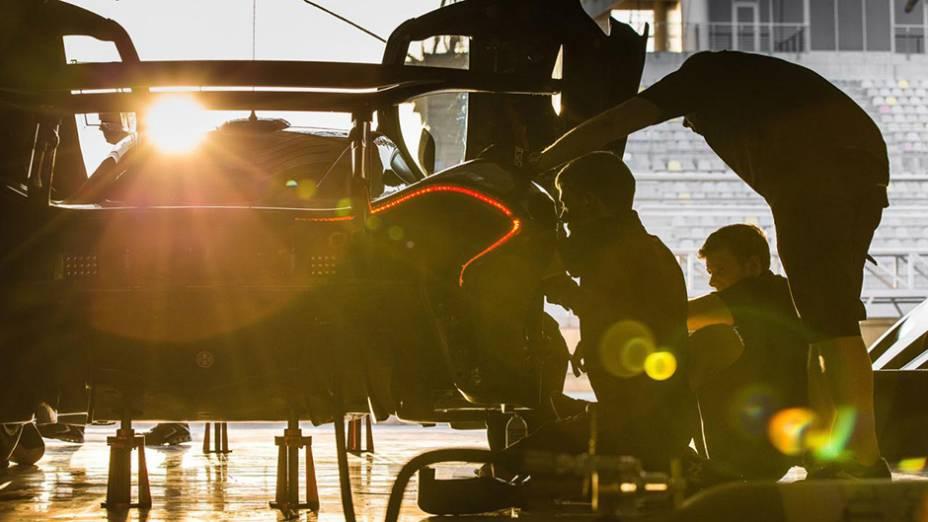 """Marca vai disponibilizar testes com equipe para que o cliente se sinta como um verdadeiro """"piloto""""   <a href=""""http://quatrorodas.abril.com.br/noticias/fabricantes/mclaren-revela-gtr-p1-volante-f1-807366.shtml"""" rel=""""migration"""">Leia mais</a>"""