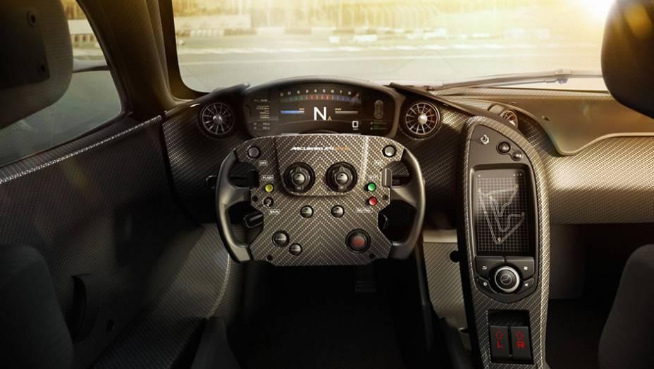 """Volante é o mesmo utilizado no MP4-23, carro deu o título mundial a Lewis Hamilton em 2008   <a href=""""http://quatrorodas.abril.com.br/noticias/fabricantes/mclaren-revela-gtr-p1-volante-f1-807366.shtml"""" rel=""""migration"""">Leia mais</a>"""