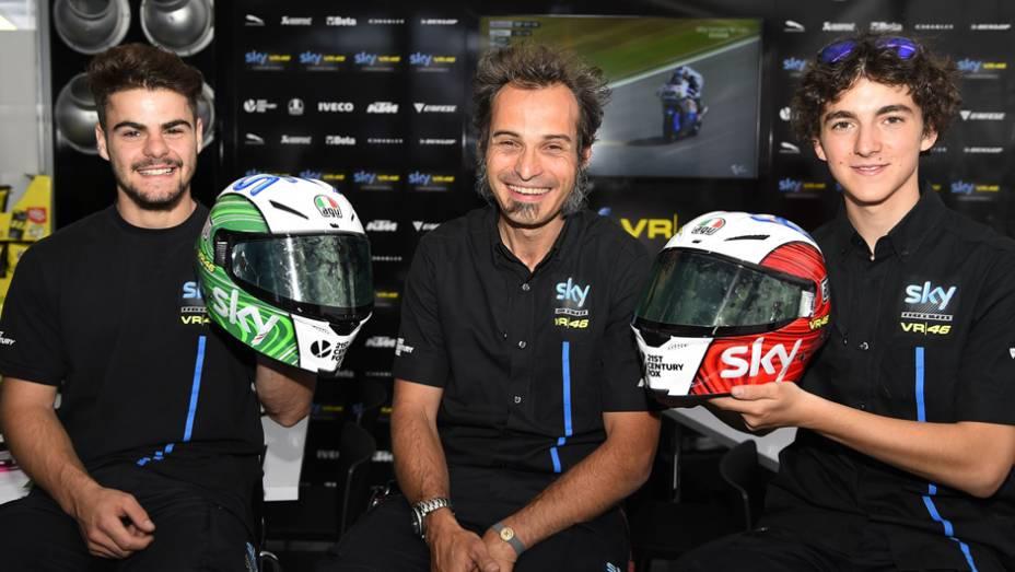 """Capacetes novos da equipe Sky Racing Team   <a href=""""http://quatrorodas.abril.com.br/moto/noticias/marc-marquez-mantem-regularidade-pole-mugello-784738.shtml"""" rel=""""migration"""">Leia mais</a>"""