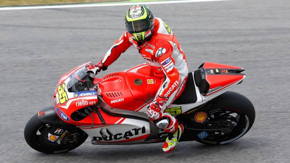 """Cal Crutchlow com sua Ducati   <a href=""""http://quatrorodas.abril.com.br/moto/noticias/marc-marquez-mantem-regularidade-pole-mugello-784738.shtml"""" rel=""""migration"""">Leia mais</a>"""
