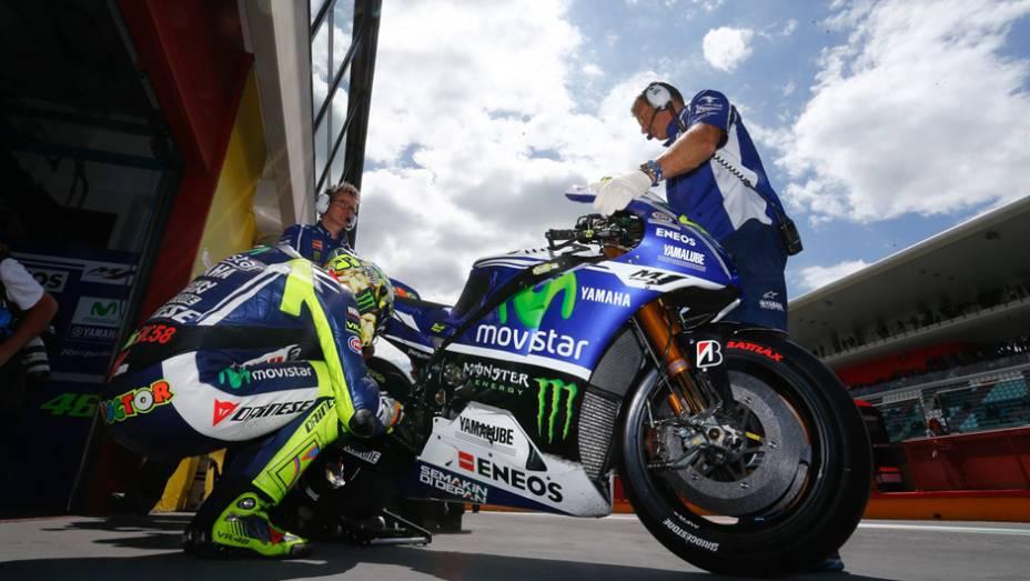 """Muito trabalho para Rossi, mas a posição de largada foi apenas a 10ª   <a href=""""http://quatrorodas.abril.com.br/moto/noticias/marc-marquez-mantem-regularidade-pole-mugello-784738.shtml"""" rel=""""migration"""">Leia mais</a>"""