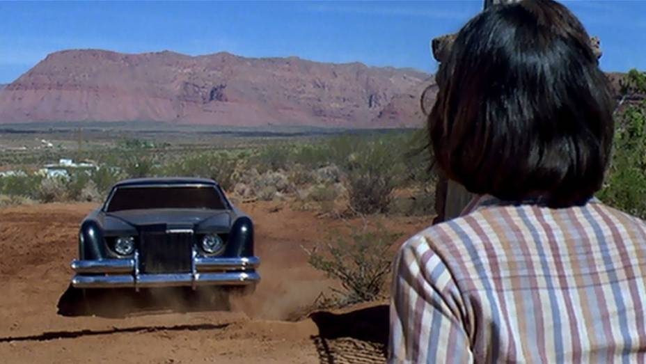 Terror em que um Lincoln Continental Mark III bem customizado, aparentemente sem motorista e movido a sangue, sai matando pessoas numa cidadezinha de Utah.