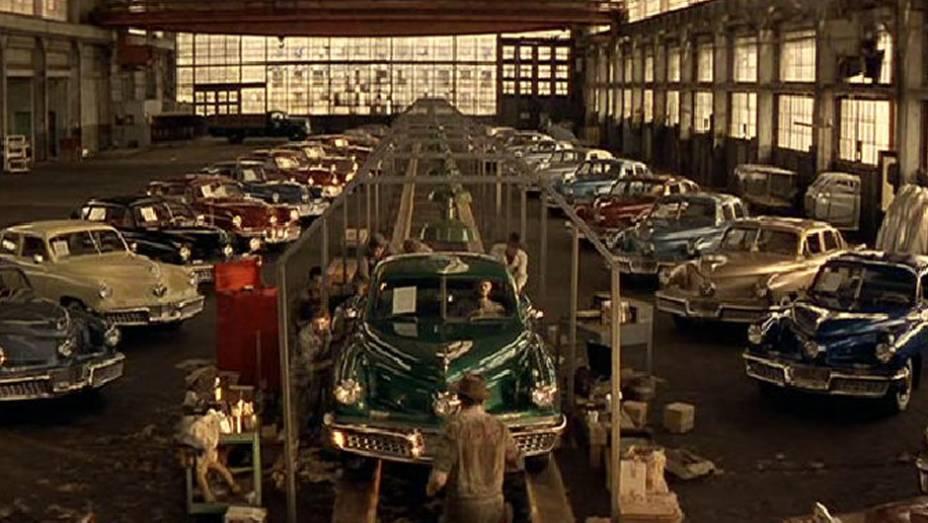 Aqui não é apenas um carro protagonista, mas um projeto singular, o Tucker, e sua história, contada com um bom número dos seus 51 exemplares produzidos em 1948.