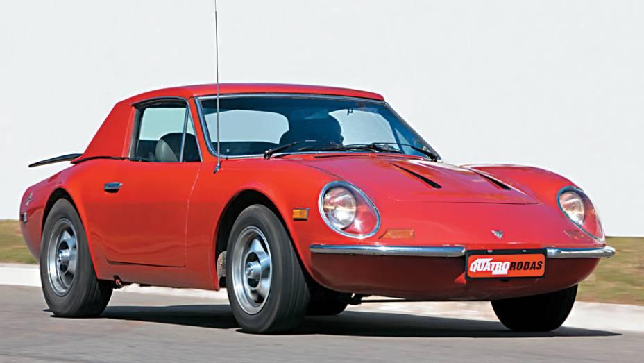 Com teto de lona ou rígido, o Puma conversível surgiu em 1971 um grande aerofólio traseiro e rodas de magnésio exclusivas. Outra particularidade são as depressões longitudinais na dianteira