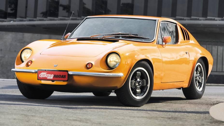 """O """"E"""" de """"exportação veio em 1970, quando ele passou a contar com motor 1.6 (e opção de preparação até 2.0). Em 1973 chegaram os piscas dianteiros entre os faróis já sem bolha"""