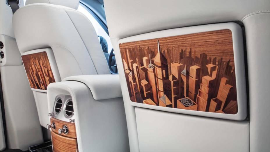 """Luxo na cabine da edição que remete as grandes cidades do planeta   <a href=""""http://quatrorodas.abril.com.br/noticias/saloes/paris-2014/rolls-royce-phantom-metropolitan-collection-apresentado-paris-803619.shtml"""" rel=""""migration"""">Leia mais</a>"""